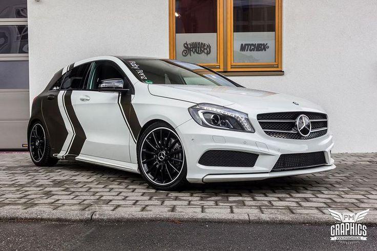 Eine Folierung mit PWF Bond Gold Akzenten macht diese Mercedes-Benz A-Klasse zum Hingucker! Eine Tieferlegung mittels KW Gewindefahrwerk gab es auch