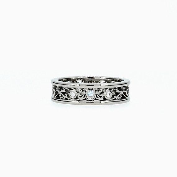 Torkkeli Wide Filigree ring with Blue Diamond in White gold