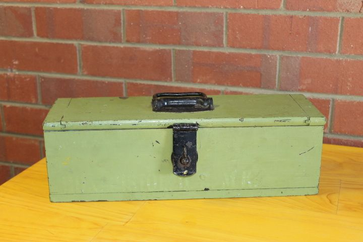 Vintage tool box, handy little storage