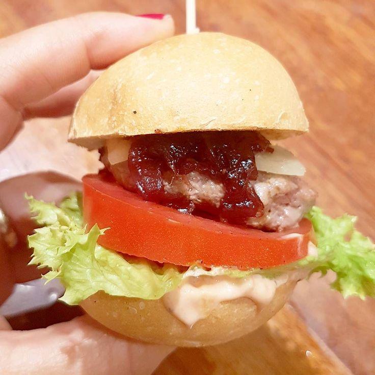 Mini Hamburguesas.  Pequeños bocados llenos de #DivinosSabores  Opciones  mini para pecar siempre que quieras y vencer la ansiedad por no degustar.