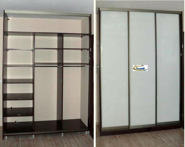 W szafie zastosowano podłogę pełną stawianą na nóżkach regulowanych. Nóżki w szafie zakrywane są listwą cokołową http://www.goryniak.pl/szafy_wnekowe/szafy62wnekowe.jpg