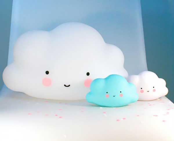 Une lampe trop mignonne en forme de gentil nuage ? On dit totalement oui à la nouveauté de Bird On The Wire !