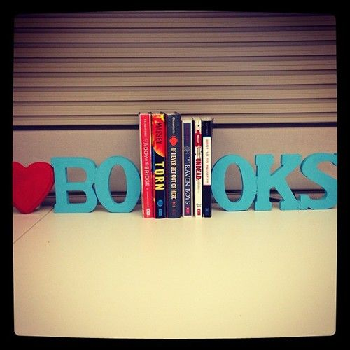 Quick and easy bookends! #DIY #books #reading #crafts #bookends #bookish