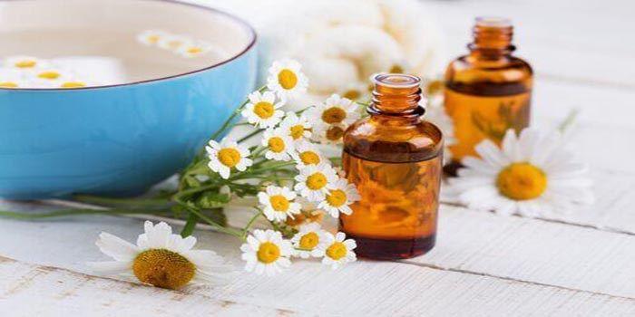 Veel van de natuurlijke ingrediënten in dit artikel zullen niet alleen helpen om wallen en donkere kringen te verminderen, maar hebben ook vochtinbrengende eigenschappen die de vroegtijdige verschi…