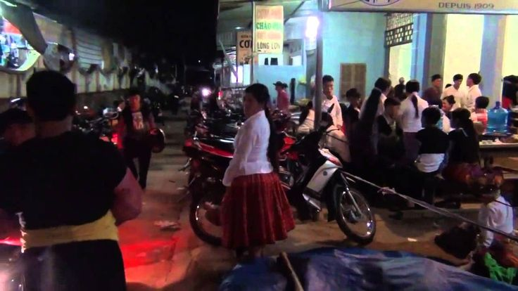 Đêm chợ tình dân tộc Mông ở Mộc Châu (2)