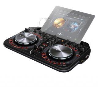 Surface de Contrôle Pioneer DDJ-WEGO2   Digital DJ WeGO2 Contrôleur compact et intuitif pour mixer simplement en s'amusant avec des applications iPhone/iPod touch/iPad.  Contrôleur débutant plébiscité par dailymusic. Il est compatible Traktor pro2, Serato DJ, Virtual DJ Pro et djay
