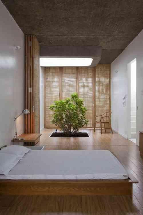chambre à coucher zen avec un arbre