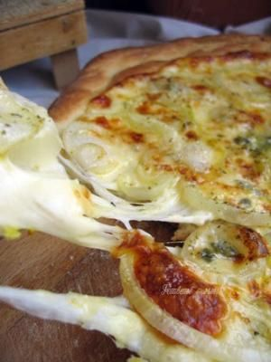 White Pizza with Roquefort