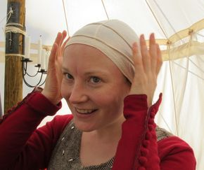 A step-by-step tutorial in wearing a wimple and veil. (Also, check out the adorable edging on the underpinings cap)