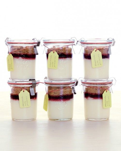 Mini Cheesecake Jars // how cute would these be for a picnic!?