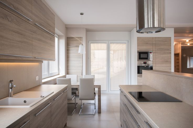 Many people say that sophistication is in simplicity, and this kitchen confirms so! Don´t you think that the Silestone Coral Clay countertop plays an important role in achieving that result? #kitcheninspo #homeideas