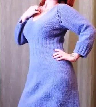 Как связать спицами женское платье с рукавом реглан сверху от горловины? (видео)