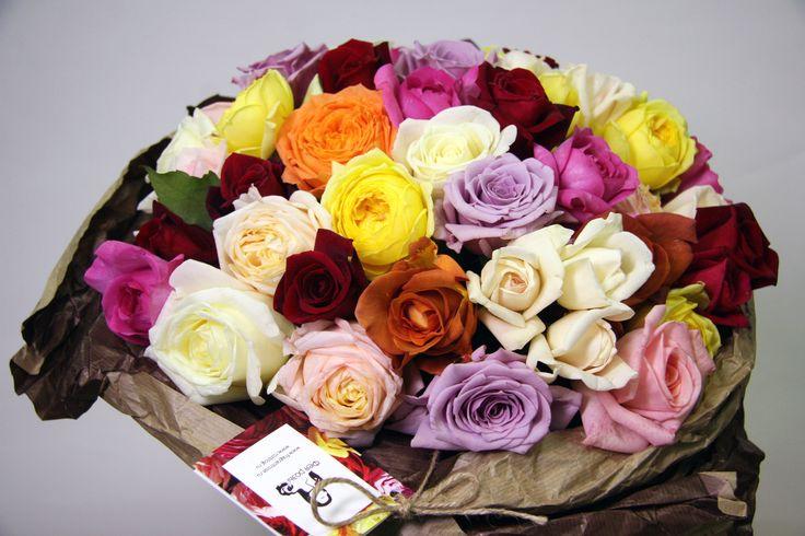 """Традиционный микс от """"Фея розы""""   #феярозы #feyarozy #flowers #rozblog #садовыерозы #французскиерозы #цветы #душистыерозы #ароматныерозы #доставкацветовмосква #флористпитер #российскоепроизводство #доставкацветов #необычныебукеты #букет #букетназаказ #флористика #vscoflowers #flowerstagram #красивыйбукет #эксклюзивныебукеты #традиционныймиксфеярозы"""