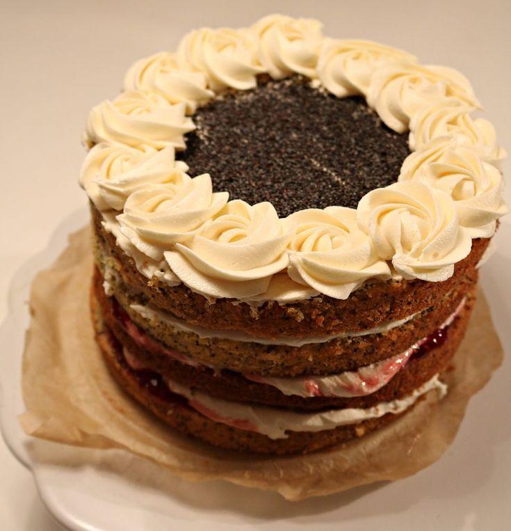 Victoria spong cake i nok en variant, her har jeg tilsatt valmuefrø. Den er fylt med bringebærsyltetøy og ostesmørkrem. 250 g sukker 250 g smør 250 g hvetemel eller glutenfritt kakemel 2 ts bakepul…