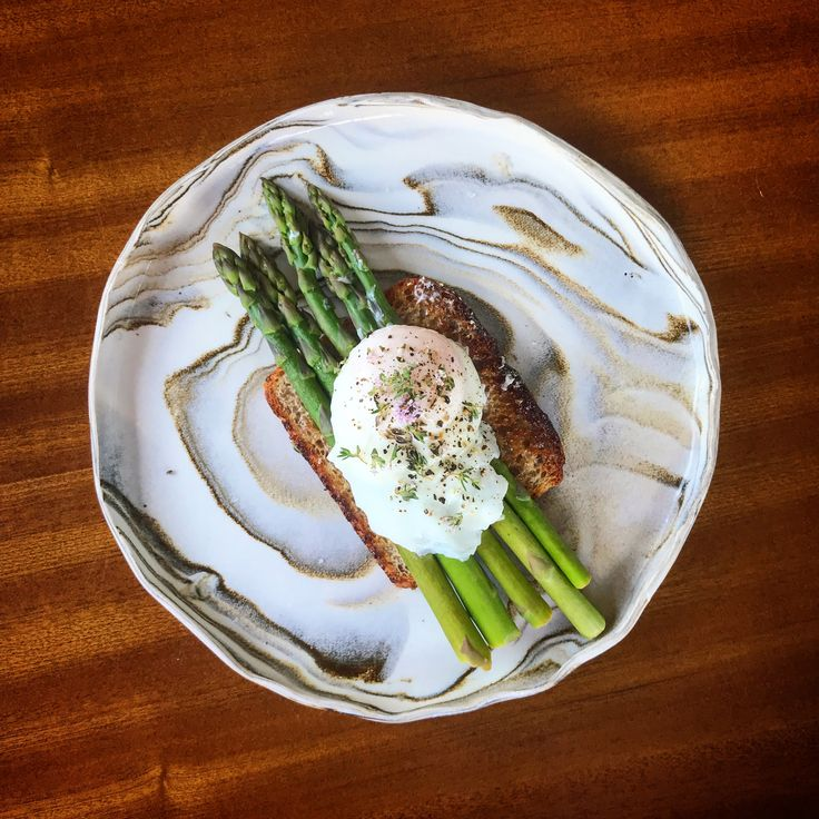 Blanched asparagus on toast with a perfect poached eggs, thyme flowers & a drizzle of lemon. 😍