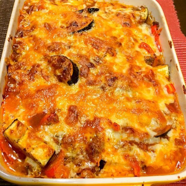 簡単料理。切って、オーブン15分。 チーズが美味しい。( ´ ▽ ` )ノ - 31件のもぐもぐ - 茄子、パプリカ、挽肉、ミートソースのグラタン。 by MOONLIGNT