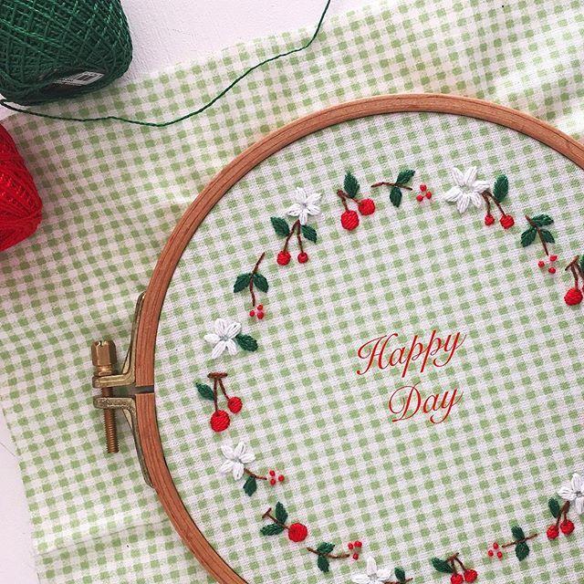 Mevsimler bitmiyor aslında...İçimizde hangi mevsim esiyorsa,onu yaşıyoruz.Kiraz çiçekleri döküldü dediler,yok dedim...Daha yeni açıyorlar içimde... . #embroidery #embroidered #embroideryhoop #dmcembroidery #dmcthread #hoop #hoopart #handmade #handstitch #handmadeloves #handembroidery #fabric #sew#floral #flower #stitch #cherry #cherryblossom