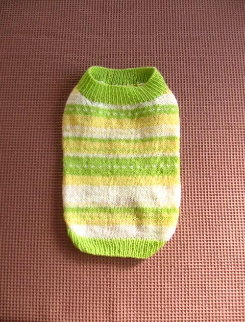 手編みのセーターです。白、淡い黄色、黄緑色の不規則なボーダ柄です。…サイズ…  着丈:35cm      胴回り:46~52cm ...|ハンドメイド、手作り、手仕事品の通販・販売・購入ならCreema。