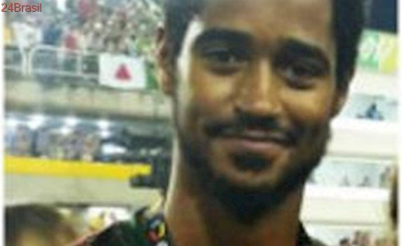 Ator britânico troca sua premiação do Oscar pelo Carnaval na Sapucaí no RJ