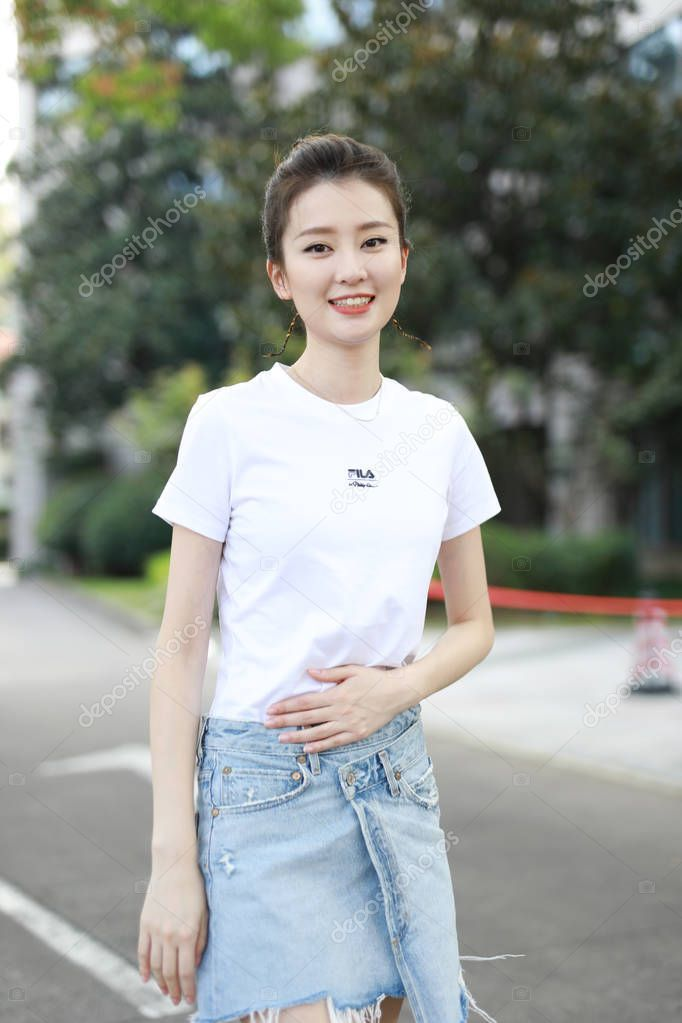 Chinese Actress Qiao Xin Also Known Bridgette Qiao Poses Attending Stoc Ad Qiao Xin Chinese Actress Ad Chinese Actress Actresses Poses