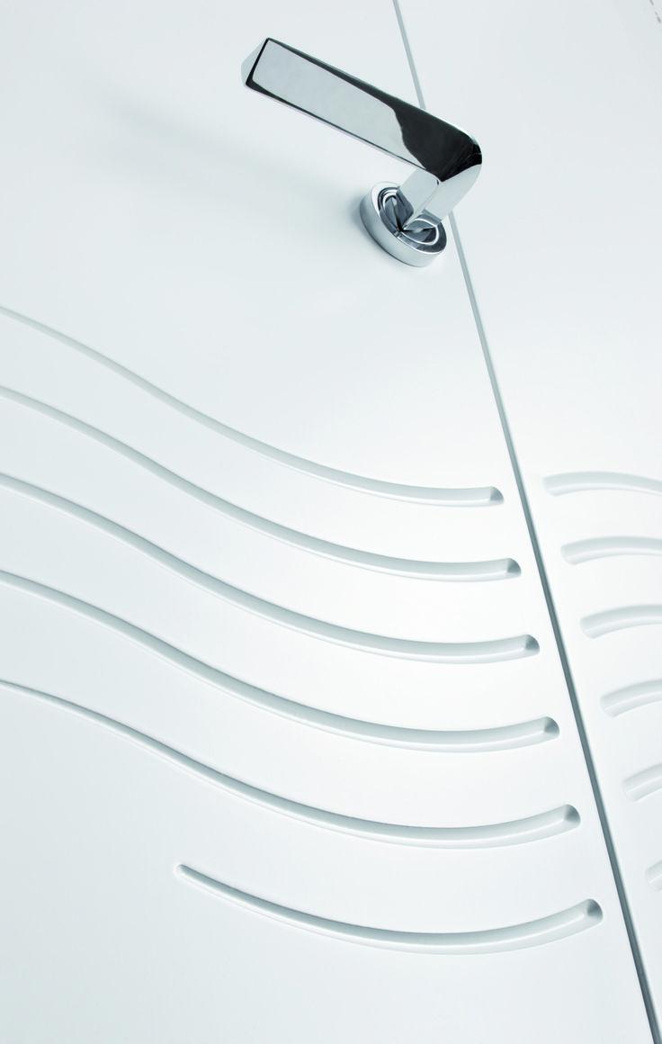 Balance and strenght of a curved triangular. #handle #door #design #interiordesign #home #decor