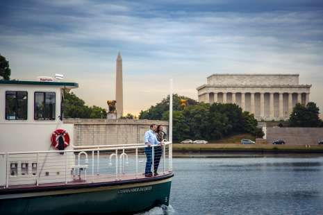 Throughout the summer, events, picnics along the Potomac River, bike rides, parties, and more make Alexandria the perfect choice for a summer vacation!