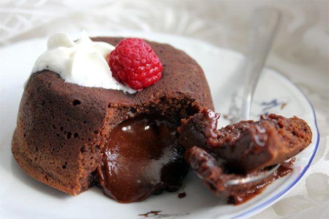 Пирожные, торты, муссы, суфле – шоколад можно подавать в самом разнообразном виде, и при этом любой десерт из него получается очень вкусным!