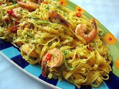 Tagliatelle con gamberi e zucchine, prepariamole con le giuste calorie