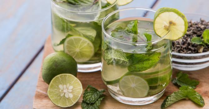 Recette de Thé vert glacé à la menthe spécial combustion. Facile et rapide à réaliser, goûteuse et diététique. Ingrédients, préparation et recettes associées.