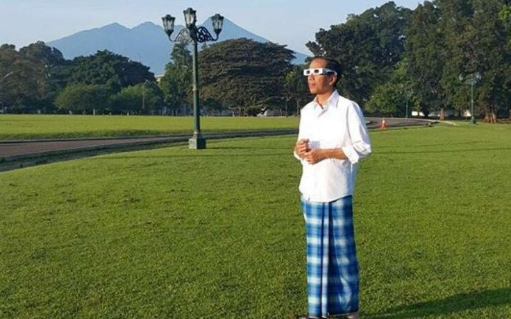 Usai gerhana matahari, Presiden Jokowi mendapat kado cucu pertama dari putra sulungnya Gibran Rakabuming Raka