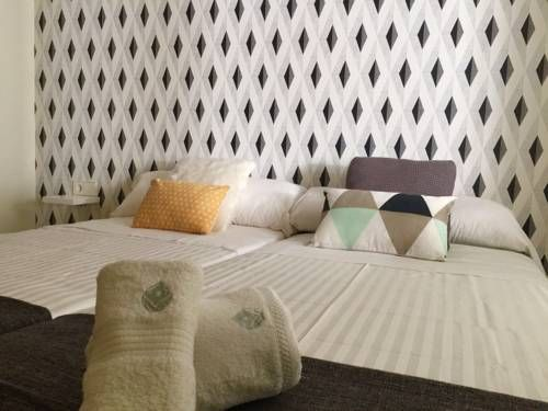 Roisa La Latina Madrid Featuring free WiFi and air conditioning, Roisa La Latina is set in Madrid, 300 metres from Puerta de Toledo. Plaza Mayor is 800 metres from the property.  All units have a flat-screen TV. Some units include a dining area and/or terrace.