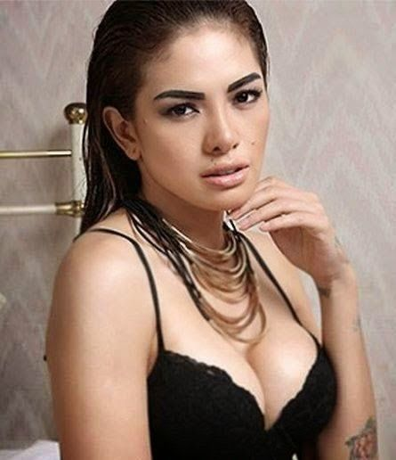 artis indonesia hot pose - Penelusuran Google