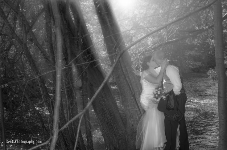 Another beautiful spot by the river at Jacksons Park in Peterborough.  Wedding Photographer Kent Leckie