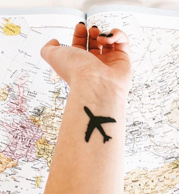 les 25 meilleures id es de la cat gorie tatouage avion sur pinterest tatouages d 39 avion id es. Black Bedroom Furniture Sets. Home Design Ideas