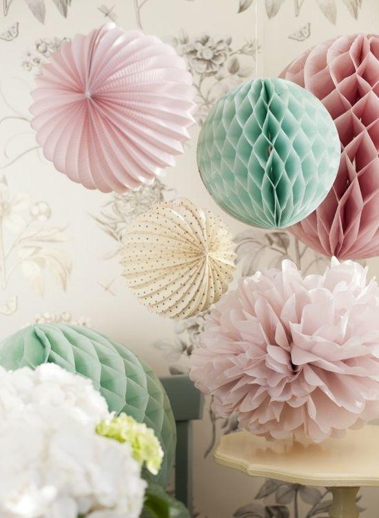 pastellfarben trend papierblumen pom poms dekoration rosa mintgrün