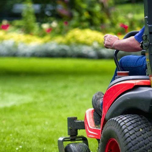 Græsslåning af op til 500 m2 græsplæne kun 318,75 kr. pr. gang, ved klipning ugentligt hele sæsonen.Opmål din(e) græsplæne(er)s areal med vores kort beregner.