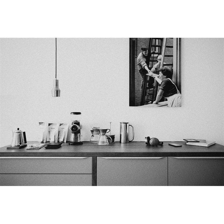 Кухонный рай — вмещаем все необходимое  Для каждой хозяйки кухня — не обычная зона квартиры, но полноценная вселенная, имеющая свои законы и правила. Главное из них — сделать вселенную уютной и приятной, как для легких завтраков, так и для теплых романтичных вечеров. При этом уместить все вещи на небольшой кухне — задача трудная, но разрешимая.  #all4decor #мебель #design #interior #architecture #interior_design #interiordesign #inspiration #interiors #decor #decor #декор #интерьер #дизайн…