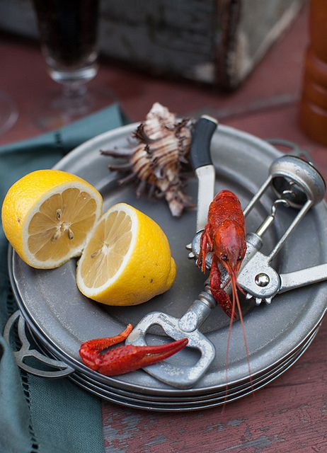 Friday Night Feast: Hot & Juicy Crawfish with Beer. How to boil perfect spicy crawfish, recipe: http://www.melangery.com/2013/06/friday-night-feast-hot-juicy-crawfish.html #seafood, #crawfish, #spicy, #summer, #picnic
