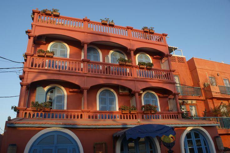 L'Hôtel Sindoné à SAINT LOUIS: la meilleure table de la ville, gastronomie de haute qualité et accueil chaleureux dans un magnifique hôtel de charme!A travers sa culture unique ainsi que l'hospitalité et l'authenticité de ses habitants, le Sénégal mérite...