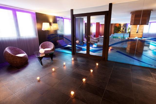 Recién inagurado Spa del Hotel Arthotel Andorra. Relájate unos instantes en su piscina o sauna.