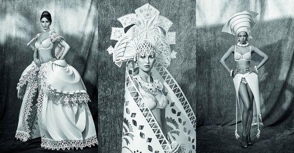 Découvrez dans cette série de 13 photos, le travail de cette artiste qui crée d'étonnants costumes uniquement en papier.Asya Kozina est une artiste basée en Russie qui crée des costumes en papier étonnamment complexes. Elle travaille en partenariat avec une entreprise spécialisée dans la création de sous-vêtements de mariage.Les styles que vous pourrez observer dans cette série de photos représentent les différentes traditions en matière de robes de mariée à travers le monde mais toujours...