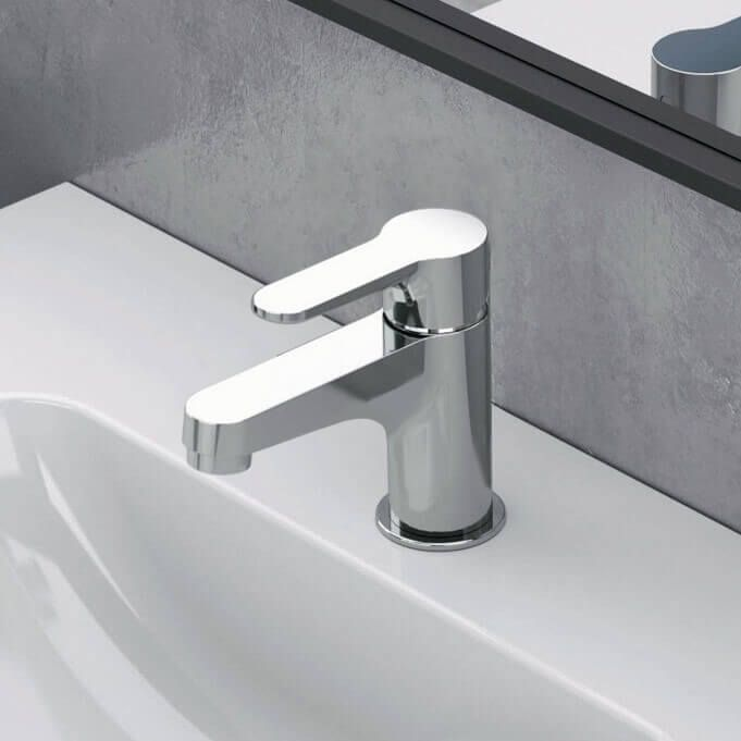 chrome single hole bathroom faucet in