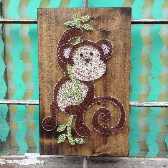 Schwingender Affe String Art, Affe Kinderzimmer Dekor, Affe Wandkunst, String Art Zeichen, benutzerdefinierte Kinderzimmer Dekor, Affe-Thema-Baby-Dusche, NailedIt
