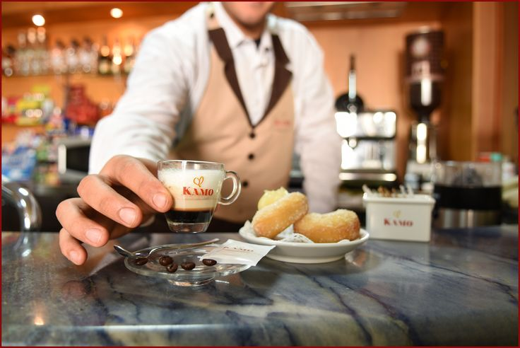 Oggi facciamo tappa al Bar Montella.  Qui Simone ci ha preparato un #caffekamo macchiato per la nostra pausa pomeridiana.  Ne ordiniamo un altro, chi ci fa compagnia?  #puntikamo