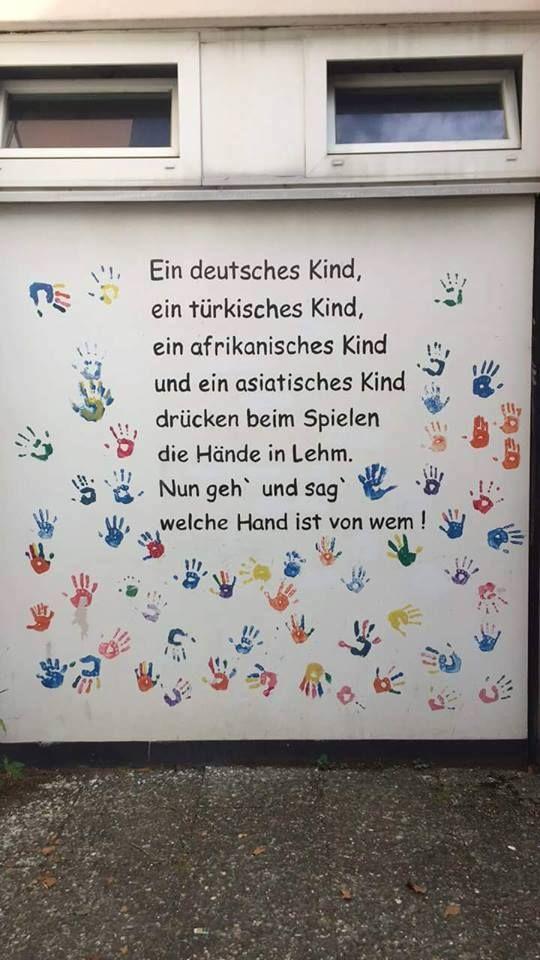 Ein deutsches Kind, ein türkisches Kind, ein afrikanisches Kind und ein…