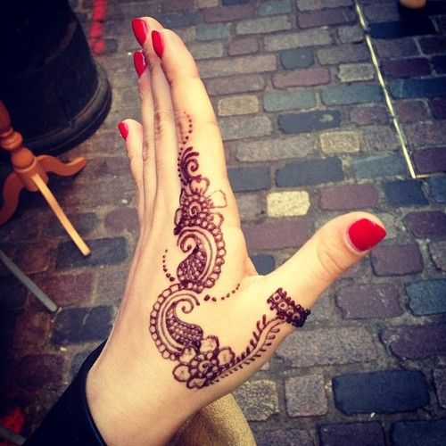 Hijab Inspiration...cutest design ive ever seen henna