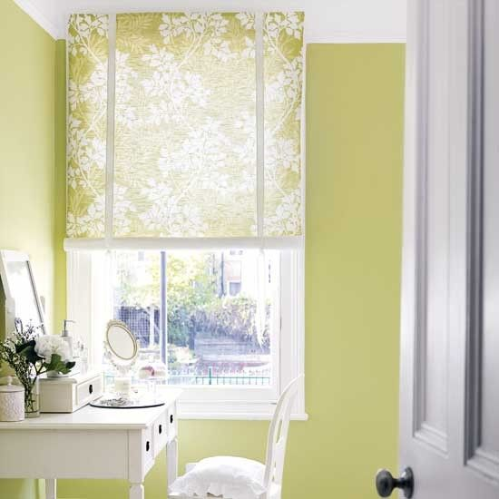 I love something about this wall color... Can't quite put my finger on it. Airy and bright?