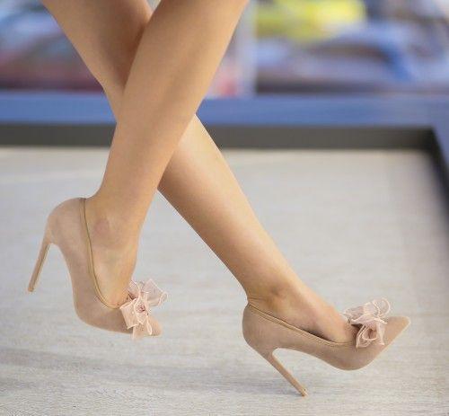 Pantofi Beatrice Bej - <br>Culoare:  Bej<br>Dimensiune toc:  11<br>Material:  Piele eco intoarsa Colectia Pantofi cu toc de la  www.cutoc.net