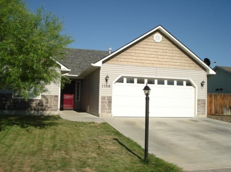 Great Single Level Home With Over 1600 Sq Ft 3 Bedroom 2 Bath 2 Car Garage Large Master