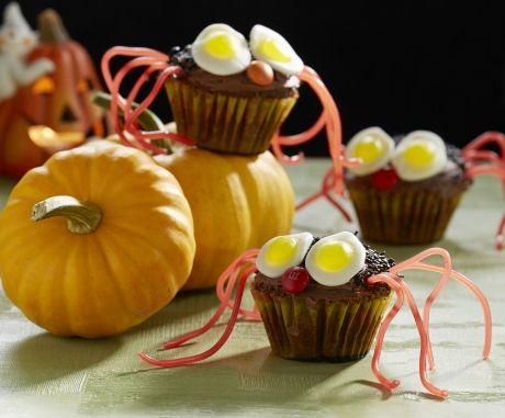 Her får du opskriften på kriblende kager som en lækker dessert til Halloween.